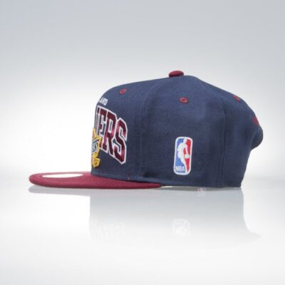 Sapca Mitchell & Ness Cleveland Cavaliers navy Team Arch 1